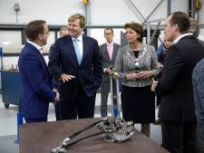 Koning Willem-Alexander schudt slimme handen in Helmond