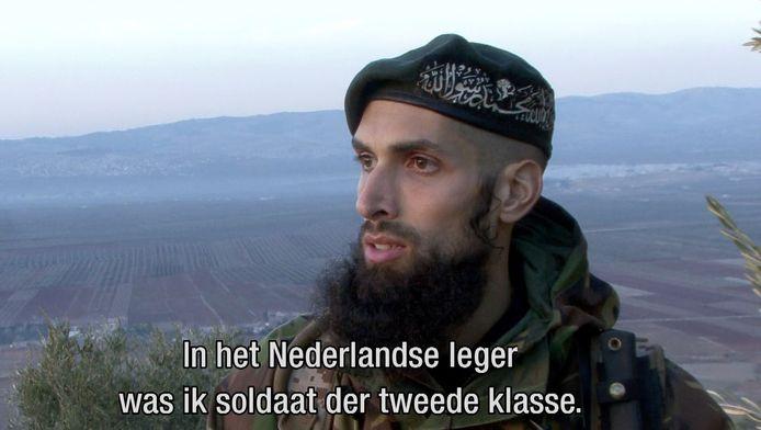 De Nederlandse oud-militair Yilmaz eerder dit jaar in Nieuwsuur. Hij geeft in Syrië onder meer trainingen aan tegenstanders van het regime-Assad.