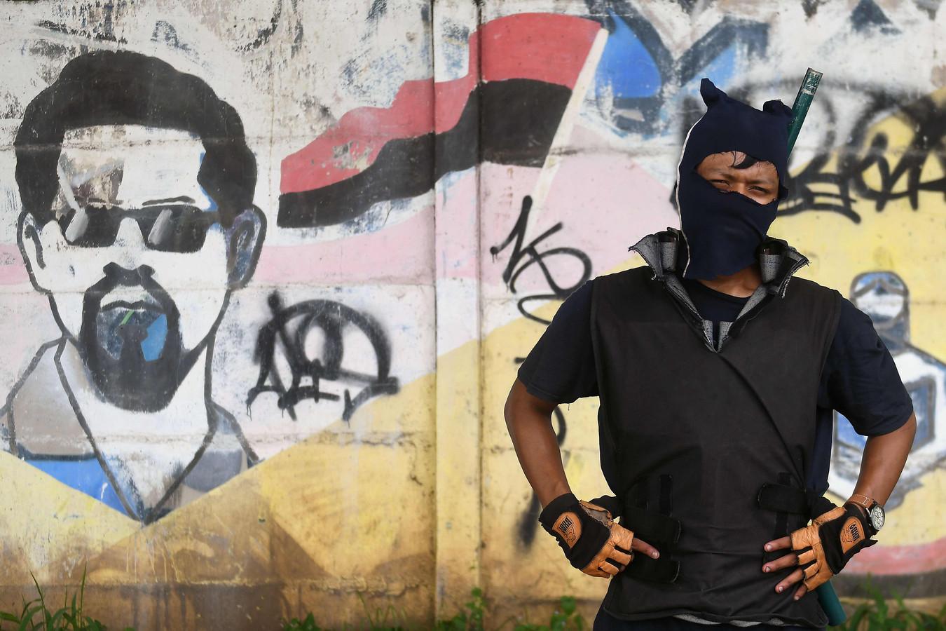 Een gemaskerde student die deze week protesteerde tegen het regime van president Daniel Ortega. Paramilitairen en de politie in Nicaragua openden het vuur op de demonstranten.