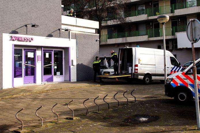 Bij een inval in januari, toen de coffeeshop al twee maanden gesloten was, vond de politie tientallen kilo's aan softdrugs, een veelvoud van de toegestane 500 gram