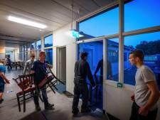 Verenigingsleven van Hardenberg dolblij met 'uitverkoop' in oude ziekenhuis: 'Iedereen wil wel een koelkast'