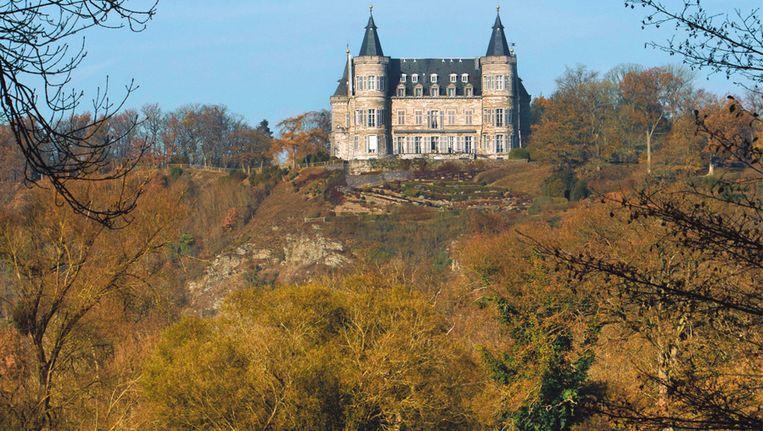 Het kasteel van Ciergnon werd gebouwd op een rots hoog boven de Lesse.