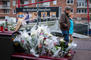 Veel Amersfoorters legden bloemen op de plek waar Michael was neergestoken.