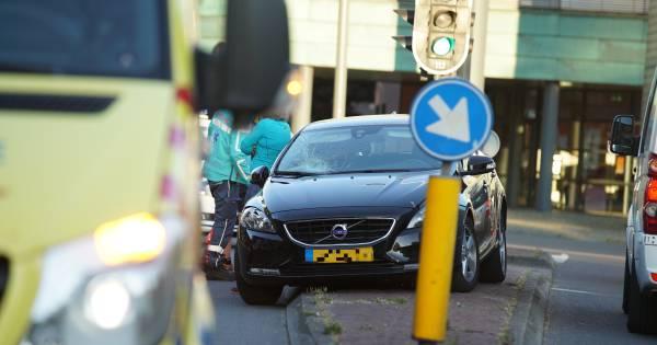 Drie gewonden bij ernstig ongeval op Handelskade in Deventer.