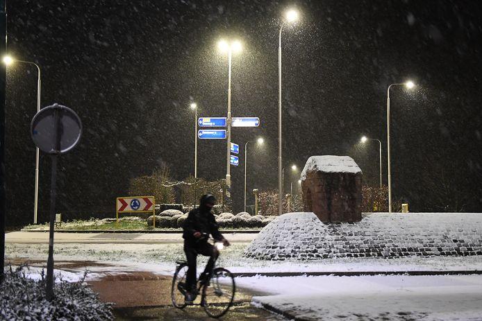 Sneeuw in de Lietingsestraat in Oeffelt.   Foto: Ed van Alem