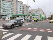 Verpleger betrokken bij ongeluk: ambulance en auto botsen