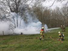 Veel rookontwikkeling bij brand in weiland in Oss