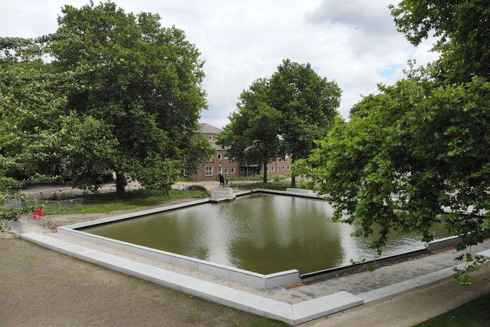 Herinrichting van park Bataafse Kamp (Enschedesestraat) is zo goed als klaar.