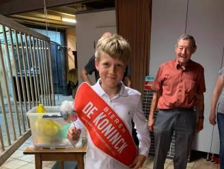 """12-jarige Arne kroont zich tot een van de jongste schutterskoningen ooit: """"Met dank aan zijn grootvader"""""""