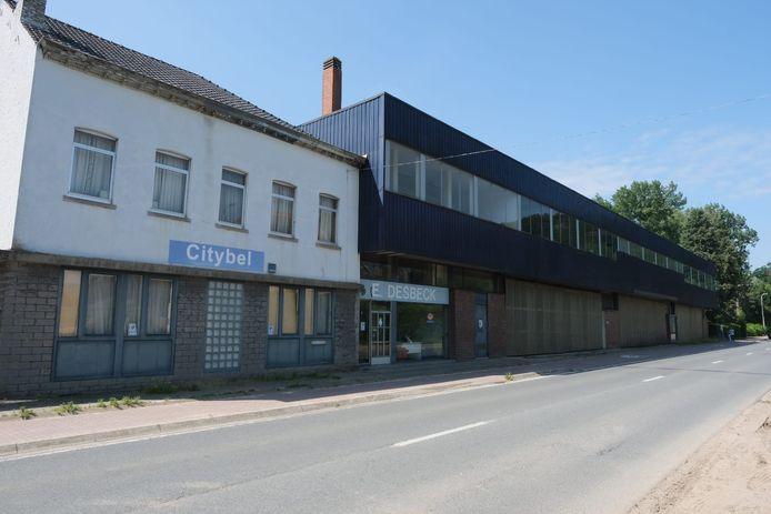 Natuurpunt Druivenstreek wil dat de oude fabrieksgebouwen van Desbeck plaats maken voor overstroombaar gebied, maar de gemeente wil er een KMO-zone ontwikkelen.