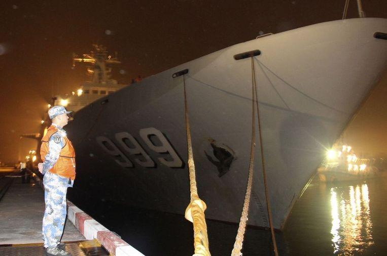 Een Chinees oorlogsschip doet mee aan de zoektocht. Beeld REUTERS