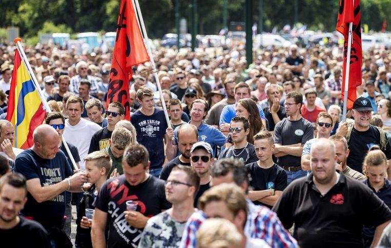 Boeren demonstreren in juli 2020 bij het RIVM. Beeld Robin van Lonkhuijsen, ANP