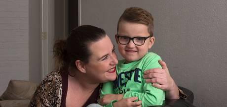 Stephanie kan niet naar school omdat haar zoontje (5) autisme heeft: 'Het is oneerlijk'