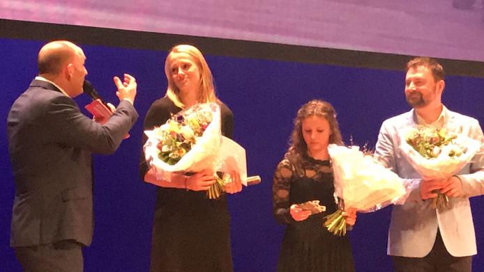 Anouk Vetter (tweede van links), sportvrouw van het jaar.