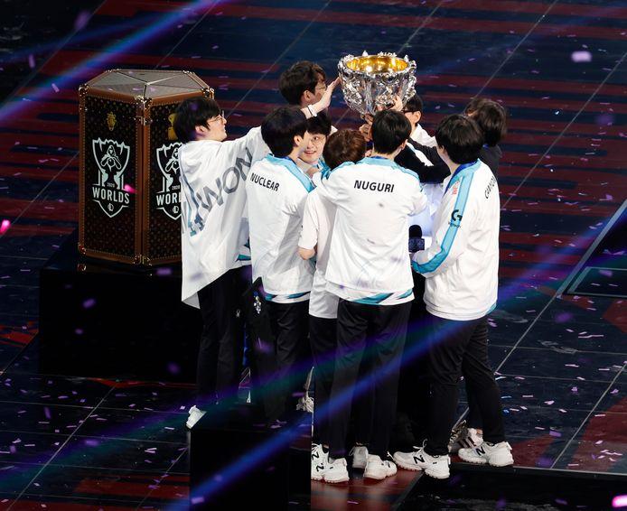 Damwon Gaming won de finale van het WK League of Legends namens Zuid-Korea. In de eindstrijd versloegen zij het Chinese Suning Gaming met 3-1.