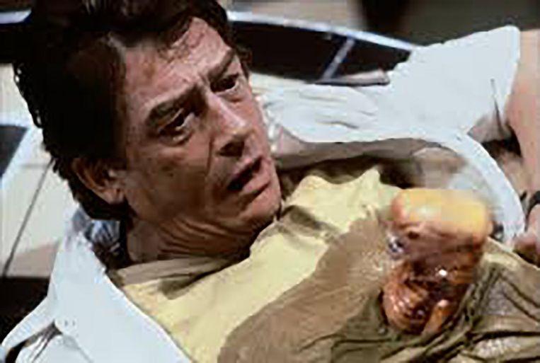Hurt op een iconisch beeld uit de film Alien. Beeld rv