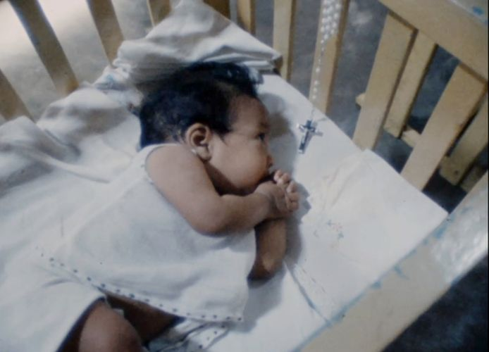 Een baby in Sri Lanka.