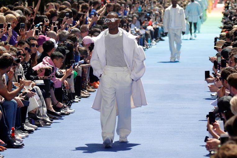 Een creatie van ontwerper Virgil Abloh voor Louis Vuitton. Beeld REUTERS