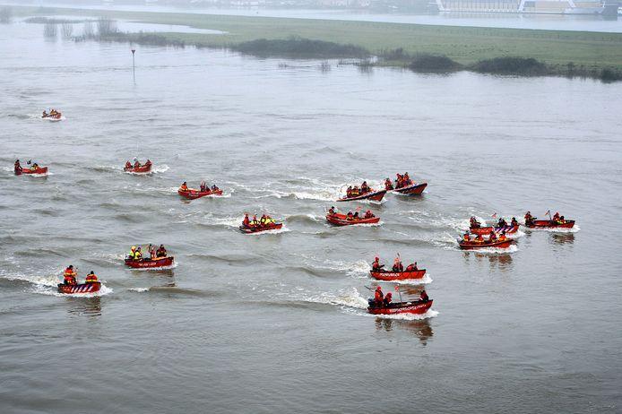 De reddingsboten op de Rijn in Arnhem. Foto: Hans Broekhuizen/DG