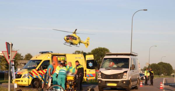 Fietser aangereden in Waalwijk, slachtoffer naar ziekenhuis.