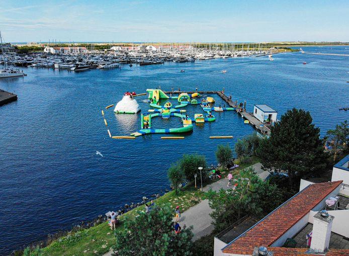 Het waterpark in de Ouddorpse haven zoals het er vorig jaar uitzag.
