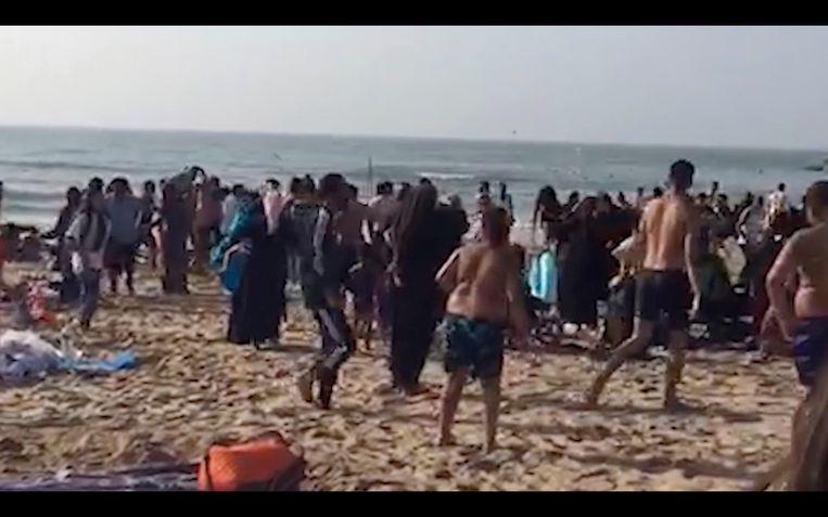 De oproer van woensdagavond begon op het Klein Strand. Volgens de politie van Oostende ging het om een ruzie tussen twee families.