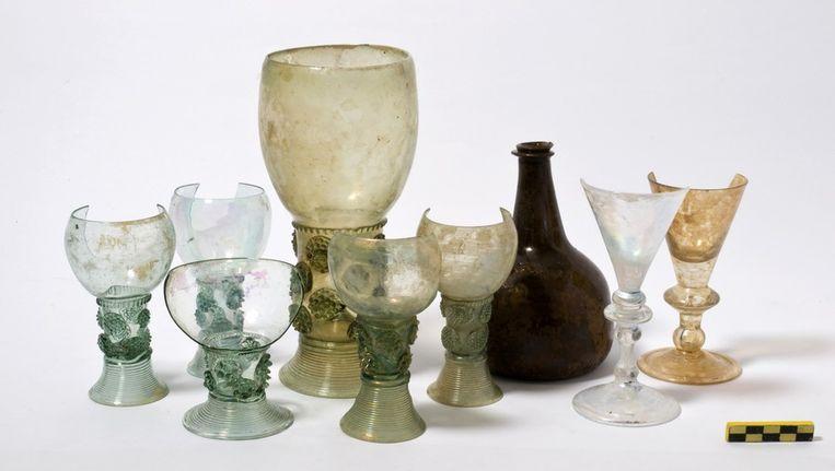 In de beerput gevonden glaswerk Beeld Joost van Weerdenburg