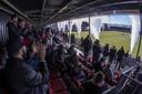 Fans op de tribune van Almere City.
