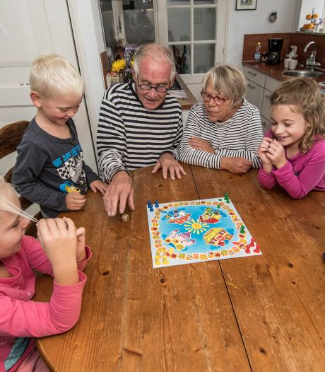 Reacties op éénpersoons-maatregel: Opa en oma kunnen niet meer samen helpen bij thuisles in coronatijd