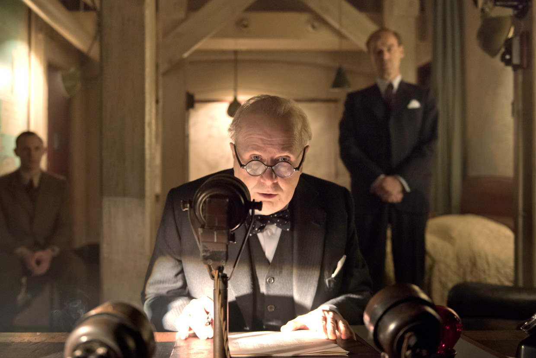 Gary Oldman in 'Darkest Hour' Beeld rv