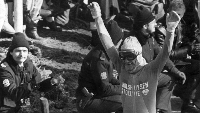 Evert van Benthem gaat in 1986 over de streep, als winnaar van de 14de Elfstedentocht. © ANP Beeld