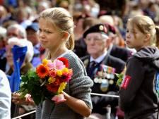 Domper voor stichting Market Garden: pakket met speldjes voor bloemenkinderen kost veel geld