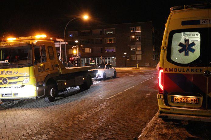 Ambulancepersoneel behandelde twee mensen.