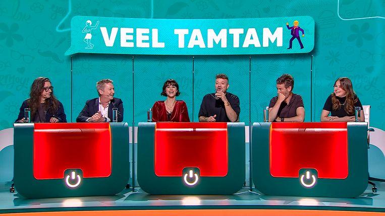 Bekende Vlamingen Herman Brusselmans, Bart Kaëll, Lize Feryn, Gers Pardoel, Wouter Deprez en Laura Tesoro in Veel Tamtam op VTM.  Beeld VTM