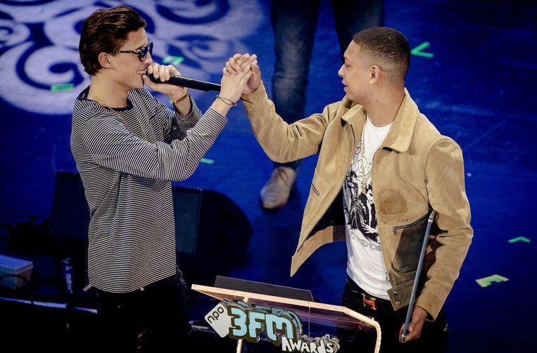 Ronnie Flex en Lil Kleine ontvangt de 3FM Award voor beste single. Beeld anp