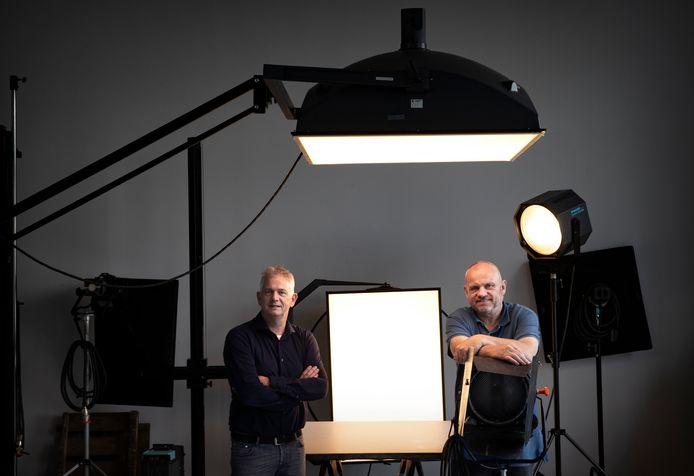 Hans van den Berkmortel (r) en Johan Bakels gaan samen een fotofestival organiseren in Helmond