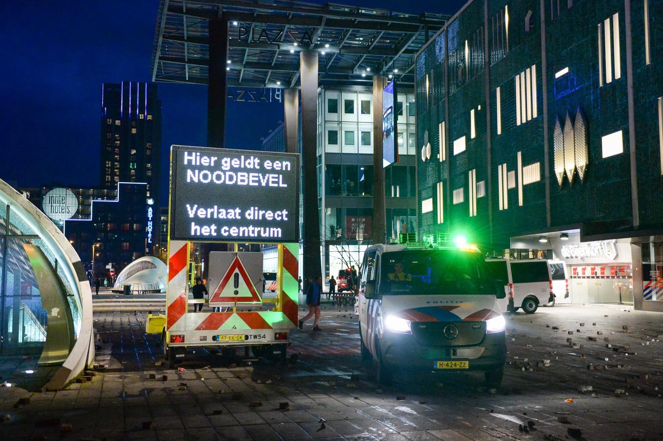 Rellen in Eindhoven, nadat een demonstratie tegen de coronamaatregelen compleet uit de hand liep.