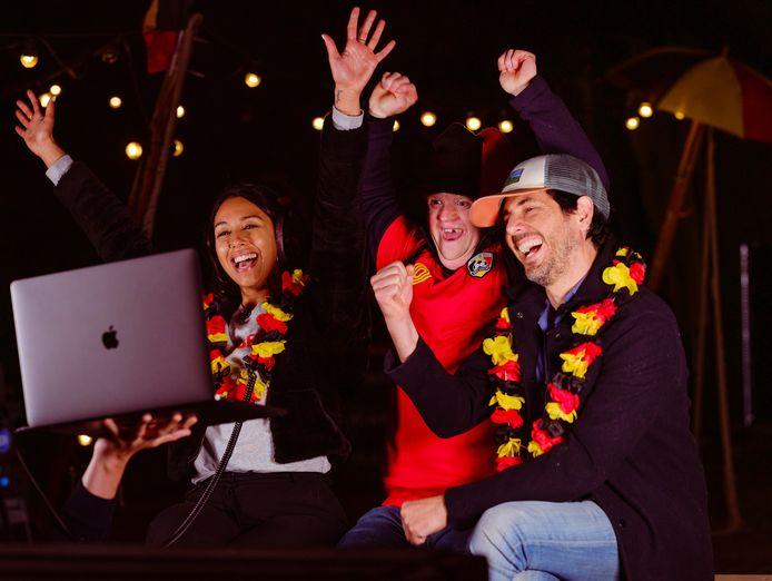 Danira Boukhriss, Kevin uit 'Down the Road' en Dieter Coppens op bezoek in Oud College tijdens een EK-wedstrijd van de Rode Duivels.