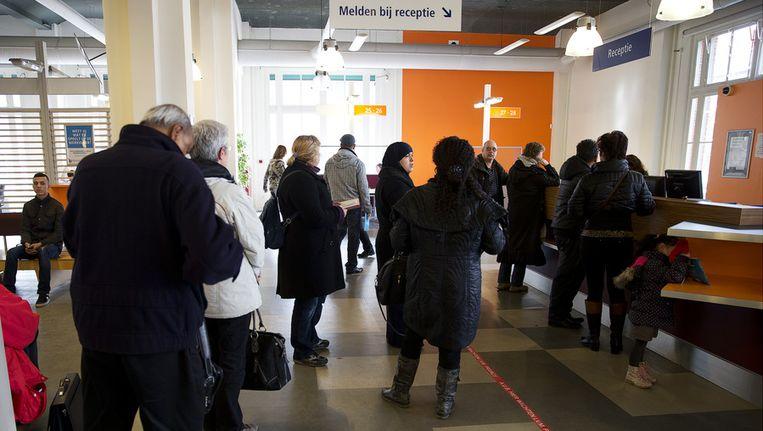 Werkzoekenden bij een vestiging van het UWV in Rotterdam. Beeld null