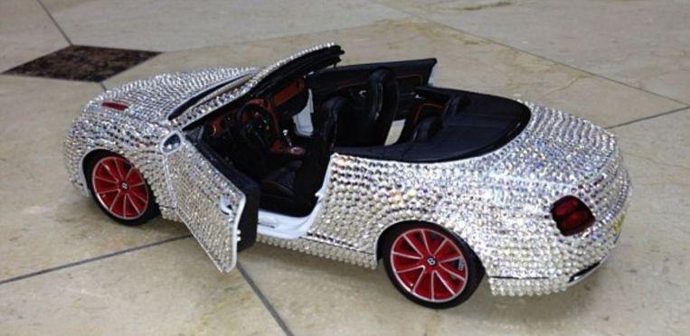 Diamanten speelgoedauto Beeld Instagram