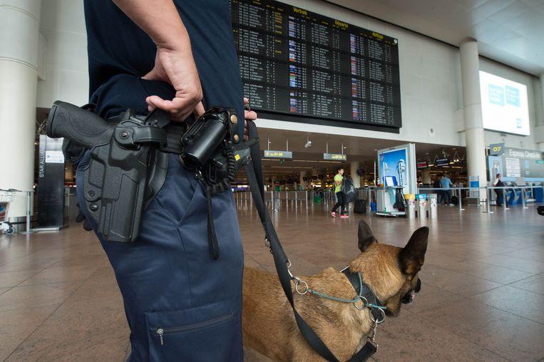 Politie op Brussels Airport. (Archieffoto) Beeld PHOTO_NEWS