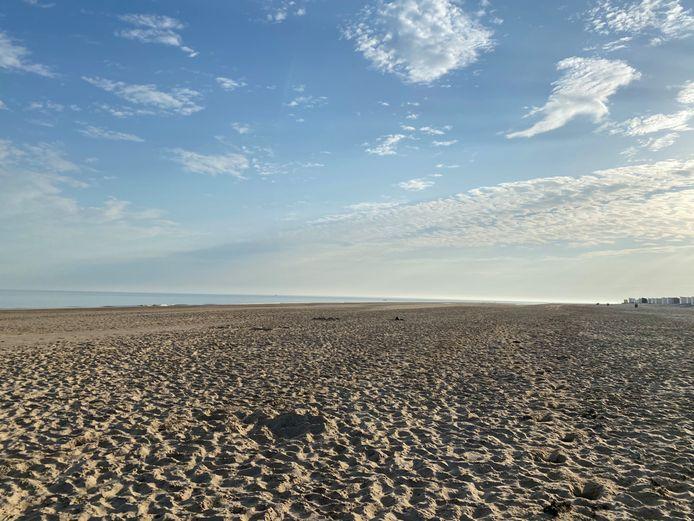 Marlou en haar vriend trokken afgelopen zomer 's ochtends heel vroeg naar het strand, dat dan nog leeg was.