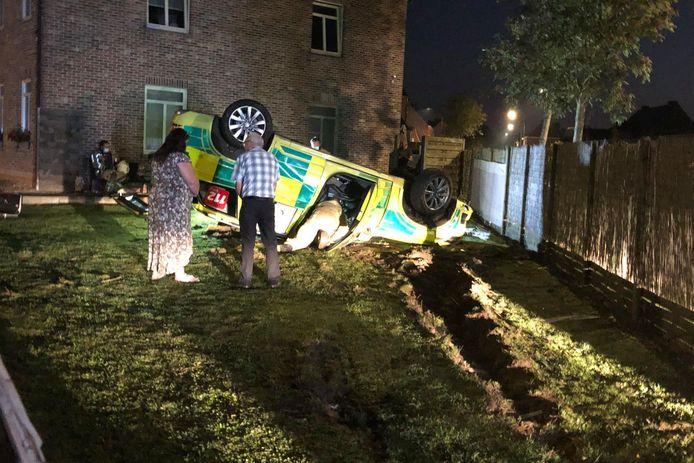 De spoedarts en verpleegkundige raakten gewond, maar zouden er niet erg aan toe zijn.