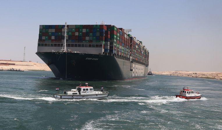De Ever Given is vertrekkensklaar nu er een akkoord is tussen de beheerders van het Suezkanaal en de eigenaars van het schip Beeld EPA