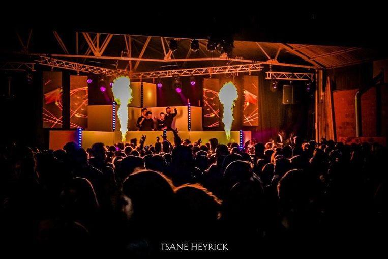 De Jungle Party zet vooral in op een fraai podium en dj's met naam en faam.