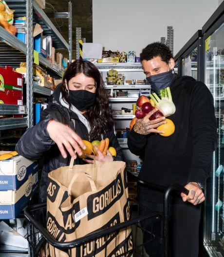 Tweede tienminutenbezorger strijkt in Tilburg neer: Gorillas-'warenhuis' aan het Piusplein