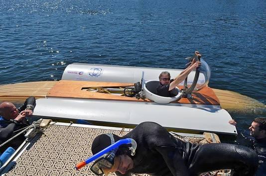 Michael Lagarde en Antoine Delafargue gaan met een zelfgemaakte duikboot van het Franse Saint Malo naar het Engelse Plymouth varen. Het is een soort onderwaterfiets.