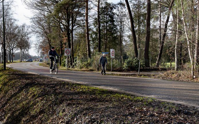 De kruising van de Zeven Fonteinen met de Broekhovenseweg in Riethoven.