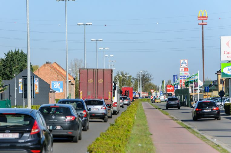 Illustratie: De Leuvensesteenweg (N26) in Boortmeerbeek.