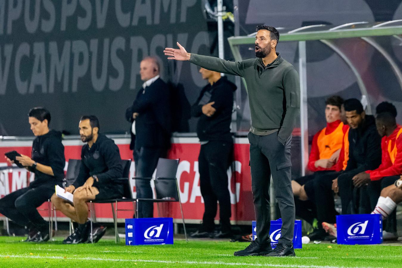 Trainer Ruud van Nistelrooy zag Jong PSV met 3-1 winnen van Jong Ajax.